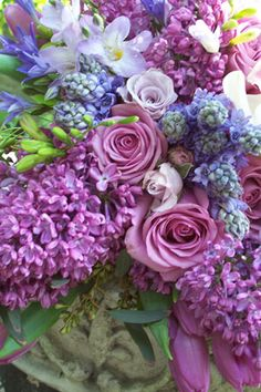 Lilacs and its beautiful friends . Love this bouquet. My Flower, Fresh Flowers, Purple Flowers, Beautiful Flowers, All Things Purple, Arte Floral, Floral Arrangements, Flower Arrangement, Wedding Flowers