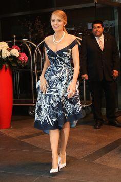 Alors qu'elle est en pleine promo de son film, Adeline, Blake Lively fait plutôt office de mannequin ! Ce mardi 21 avril, elle est apparue dans huit tenues différentes !