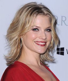 Ali Larter Medium Wavy Champagne Blonde Hairstyle with Light Blonde Highlights Ali Larter, Shag Bob, Medium Blonde, Hair Density, Casual Hairstyles, Celebs, Celebrities, Classic Beauty, Textured Hair