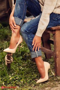 Pantofi stiletto bej cu toc auriu D237-8b
