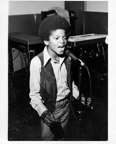 Pop singer Michael Jackson of the R&B quintet 'Jackson 5' performs circa 1970. (Photo by Michael Ochs Archives/Getty Images)