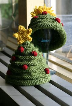 knitted christmas tree hat pattern – Knitting Tips Christmas Tree Hat, Crochet Christmas Hats, Christmas Knitting Patterns, Christmas Baby, Baby Hats Knitting, Knitting For Kids, Knitting Yarn, Knitting Projects, Knitted Hats