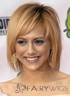 View yourself with Brittany Murphy hairstyles and hair colors. View styling steps and see which Brittany Murphy hairstyles suit you best. Popular Short Hairstyles, Layered Bob Hairstyles, Casual Hairstyles, Wig Hairstyles, Straight Hairstyles, Hairstyle Ideas, Haircuts, Brittany Murphy, Hair Styles 2014