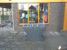 Tafelvoetbaltafel van beton Antraciet bij Speeltuin in Hollandscheveld
