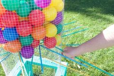 These lawn games are easy to make and perfect for summer! 10 games to play in your yard all summer long. Perfect games for friends and family on a hot summer's day. Diy Yard Games, Lawn Games, Backyard Games, Backyard Ideas, Picnic Games, Fun Outdoor Games, Picnic Ideas, Games For Kids, Games To Play