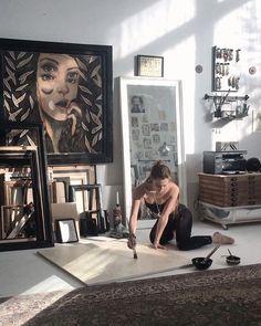 Artist Life, Artist At Work, Art Studio Design, Artist Aesthetic, Dream Studio, Painting Studio, Art Graphique, Art Studios, Gallery Wall