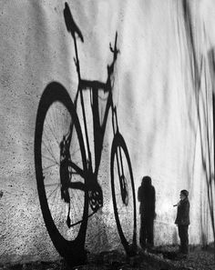 love to ride your bike - shadow - sombra Shadow Photography, Book Photography, Creative Photography, Street Photography, White Picture, Black White Photos, Black And White Photography, Shadow Art, Shadow Play