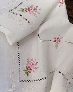 Machine Embroidery Design Flower bouquet in Hand Embroidery Designs, Ribbon Embroidery, Cross Stitch Embroidery, Embroidery Patterns, Star Quilt Patterns, Stitch Patterns, Sewing Hacks, Sewing Projects, Loom Knitting Stitches
