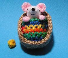 Crochet Pattern TINY MOUSE in Walnut Shell