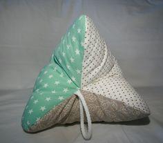 Herrlich kuschliger Leseknochen zum Relaxen, Schlafen oder Schmökern! Gefunden auf: http://de.dawanda.com/shop/michelle-online