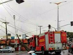 Caminhão arrasta fiação, derruba poste e ocorrência fecha trânsito na Zona Sul de JP