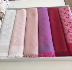 Lv Scarf, Louis Vuitton Scarf, Designer Scarves, Designer Bags, Which One Are You, Fan Page, Elegant Outfit, Bago, Authentic Louis Vuitton