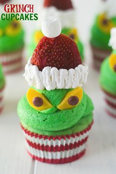 Grinch Cupcakes!! Cute and totally doable -- nothing fancy. Step by step photo instructions!!!