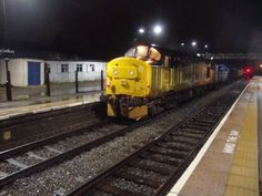 17.10.2014 37175 Ledbury station on a top and tailed il head cleaning train