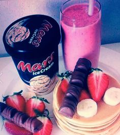 Pancake and smoothie for breakfast:)