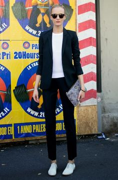 Models off duty @ Milaan Fashion Week Foto Fashion, Fashion Moda, Fashion Week, Milan Fashion, Street Fashion, Fashion Black, White Oxford Shoes, Oxford Shoes Outfit, Oxford Flats