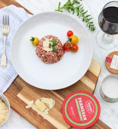 Our favorite - Prosciutto, pine nuts, Parmesan, sun dried tomatoes and capers beef tartare Parmesan, Tartare Recipe, Secret Recipe, Easy Meals, Easy Recipes, Dried Tomatoes, Sun Dried, Prosciutto, Gourmet