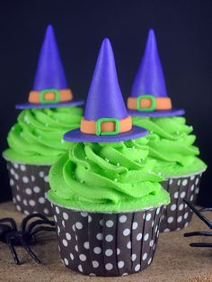 How to Make Witch's Hat Cupcakes - Bake Happy