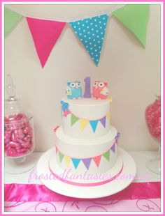 - Owl cake with coloured Bunting