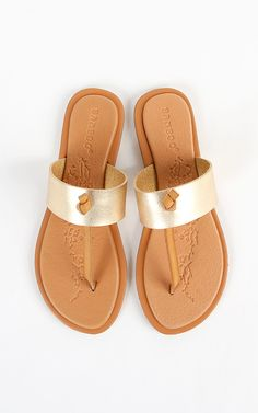 Love the look of these metallic thong sandals.    MakeMeChic.com