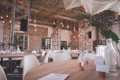 Hip & Happening: citywedding with Eames Chairs #partyrentinspirations
