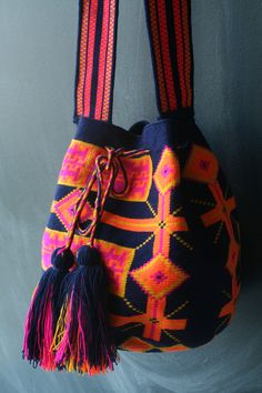 To purchase original… Tapestry Bag, Tapestry Crochet, Mochila Crochet, Crochet Purses, Crochet Bags, Boho Bags, One Bag, Summer Bags, Clutch