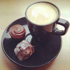 #coffee + #chocolate = #heaven! #daskalides #daskalidès #belgian #chocolate #chocolat #chocolade #cocoa #cacao #daskalides #ganache #sweet #praline #bonbon #coffee #belgium #belgian #belge #quality #chocolatier #gift #love #chocoholic #aroma #koffie #café
