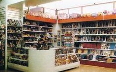 mostrador en L con expositor, murales traseros con marquesina para papeleria y libreria