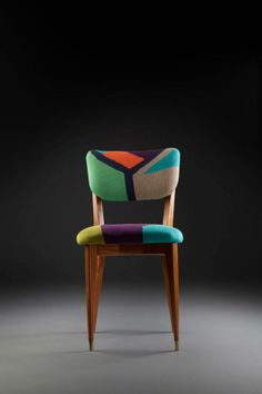 Cadeira pé palito anos 50, em madeira de lei. Estofado em tricô, com técnica de intársia.  www.reginamisk.com.br https://www.facebook.com/inventivebureau