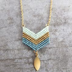 Afficher l'image d'origine Geek Jewelry, Jewelry Crafts, Jewelry Design, Loom Bracelet Patterns, Friendship Bracelet Patterns, Perle And Co, Beaded Jewelry, Handmade Jewelry, Seed Bead Projects