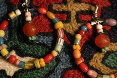 Des créoles faites de très belles perles artisanales en pâte de verres de différentes formes et couleurs : Boucles d'oreille par caprices-et-compagnie Creations, Beaded Necklace, Bracelets, Etsy, Jewelry, Vintage Pearls, Unique Jewelry, Boucle D'oreille, Locs