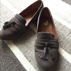 Dolce Vita suede leather tassel oxfords! Anthropology Dolce Vita Oxfords! Oh my gosh! Oober cute! Suede is in this year and here ya have it! Super cute with any attire! They are I great shape! True to size. Dolce Vita Shoes Flats & Loafers