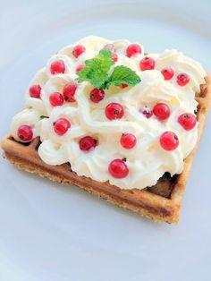 Személy szerint nagyon szeretem a következő receptet, mert annak függvényében, hogy mennyi időnk van készíthetjük akár sütőporral, akár élesztővel....