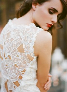 Claire Pettibone 'Sky Between The Branches' wedding dress http://www.clairepettibone.com/bridal/?cp=gowns/skybetween    Photo: Stephanie Williams of This Modern Romance