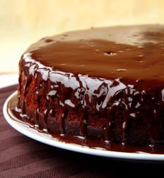 Paleo Chocolate Zucchini Cake (with Raw Chocolate Frosting) - Real Nutritious Living Paleo Chocolate, Chocolate Frosting, Chocolate Desserts, Chocolate Cake, Real Food Recipes, Cake Recipes, Dessert Recipes, Yummy Food, Food Cakes