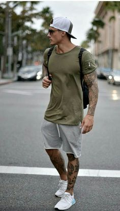 Men's Summer fashion sporty outfit inspiration. - Men's Summer fashion sporty outfit inspiration. Source by jleconteberlin - Mode Masculine, Sporty Summer Outfits, Casual Outfits, Winter Outfits, Outfit Summer, Men's Spring Outfits, Men's Summer Clothes, Black Outfits, Casual Attire