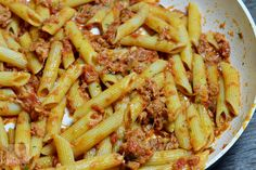 Paste cu ton - CAIETUL CU RETETE Pasta Salad, Pizza, Ethnic Recipes, Food, Health Foods, Crab Pasta Salad, Eten, Meals, Macaroni Salad