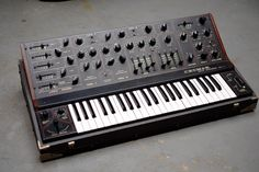 crumar DS2 vintage synth