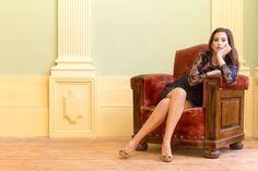 Model: Carina Barosa - Crossed legs