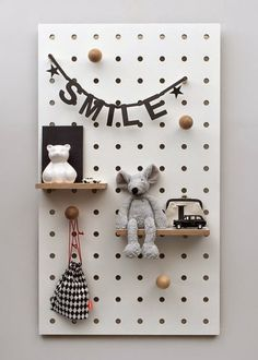 Swiss born, London based designer Nikki Kreis, Founder of studio Kreisdesign, has updated the archetypal pegboard with her innovative Peg-it-all range. Pegboard have long been the go-to practical storage solution for studios and workspaces. Pegboard Ikea, Pegboard Storage, Pegboard Nursery, Pegboard Display, Do It Yourself Baby, Monochrome Nursery, Small Shelves, Kid Spaces, Small Spaces