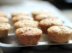 These healthy banana oat protein muffins are moist, flavorful and flourless. Packed with fiber and protein, they make a yummy, filling breakfast or snack. Banana Protein Muffins, Banana Oats, Healthy Muffins, Protein Cake, Protein Cookies, Protein Pancakes, 100 Calorie Desserts, Health Desserts, Pan Dulce