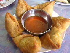 Samosa Recipe - Samosa is a very good snack for little hunger here in India; Samosas, Indian Food Recipes, Vegetarian Recipes, Ethnic Recipes, Tofu, Bangladeshi Food, Food Snapchat, Indian Street Food, Food Stations