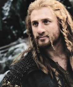 I can't even look at a picture of my sweet Fili without tearing up. :'( Same with Kili, and Thorin :(:( Legolas, Thranduil, Gandalf, Hobbit Cosplay, Tolkien Books, J. R. R. Tolkien, O Hobbit, The Hobbit Movies, Fili Et Kili