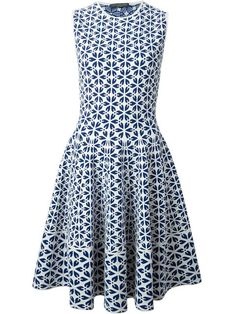Shop Alexander McQueen embossed cut out flower jacquard dress in Eraldo from the world's best independent boutiques at farfetch.com. Over 1000 designers from 300 boutiques in one website.