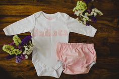 Un kit de regalo que robará miles de sonrisas y miradas! #crochet #ganchillo #body #baby #bebé #regalospersonalizados #handmade #braguitas #culotte