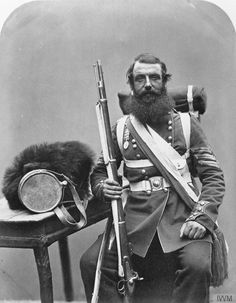 Portrait of Sergeant William Knapp, Coldstream Guards, with his pack and equipment. © IWM (Q 71631)