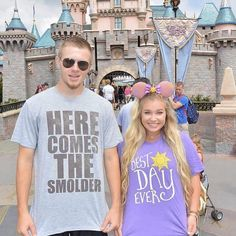 Disney Shirts for Men - Unique Disney Outfits and Ideas on Instagram Cute Disney Outfits, Disney Inspired Outfits, Disney Style, Disney Shirts For Men, Disney Men, T Shirts For Women, Disney World Vacation, Disney Trips, Disney Fashion