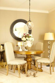 Dining room apartment - lamp / centerpiece / flowers