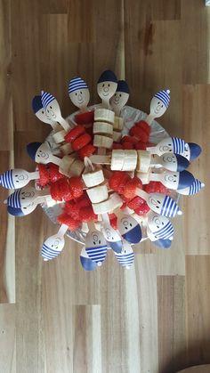 Traktatie kinderdagverblijf buurman en buurman Party Treats, 4th Of July Wreath, Food Inspiration, Kids Meals, Art For Kids, Diy Crafts, Birthday Cakes, Tips, Fruit