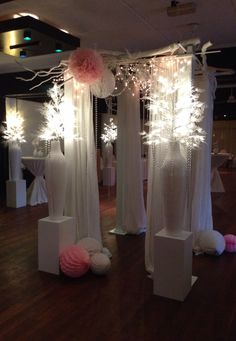 Wedding decoration styled by Rich Art Design. Fokker eventcenter Amsterdam.